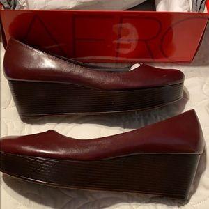 Aerosols wedge heels